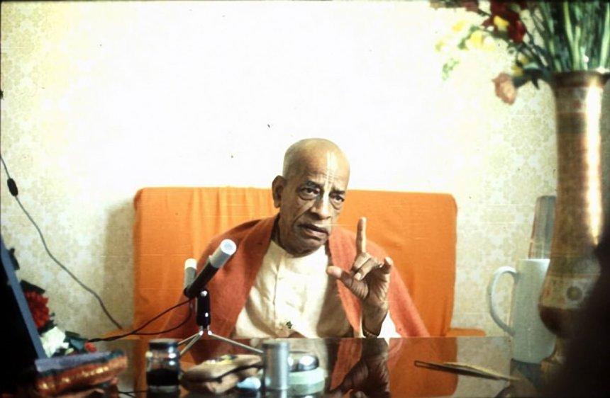 srila-prabhupada-preaching-with-finger-pointing-up