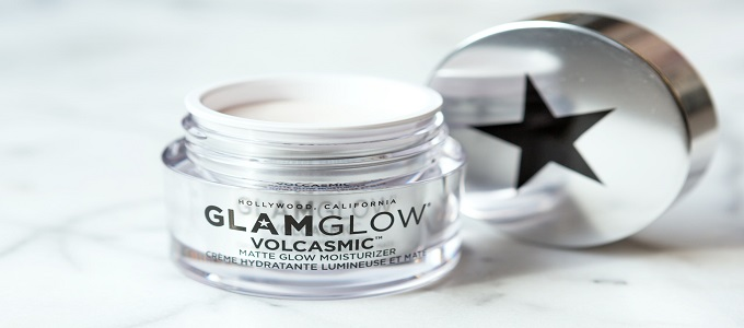 Ilustrasi: GlamGlow SuperMud Clearing Treatment (credit: Allure)