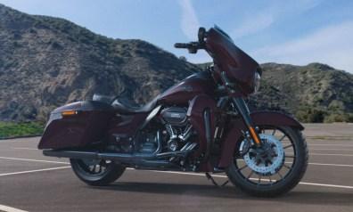Motocykel Harley-Davidson CVO Street Glide farba Black Forest