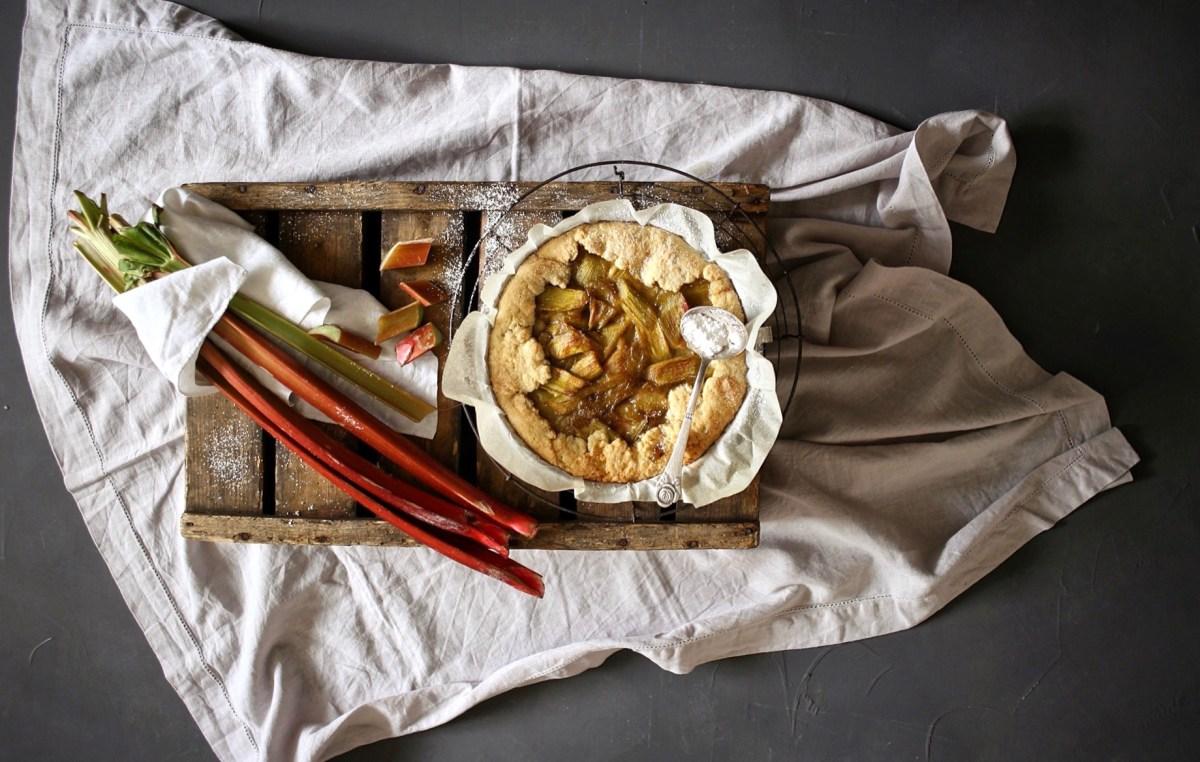 Rhabarber-Kuchen mit Vanille-Crème