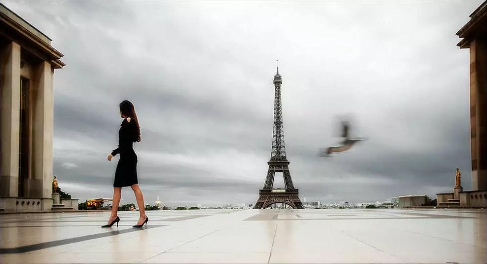 au devant la Tour Eiffel. 2013.