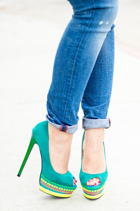 An Dyer wearing ShoeDazzle Jaleen Green, Rich & Skinny Clinton Ankle Peg Jeans