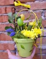 jarní květinová vazba v květináči