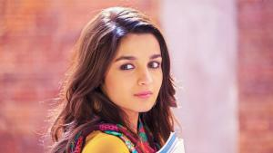beautiful-alia-bhatt-pink-lips-high-quality-photo