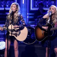 """Maddie & Tae Perform """"Fly"""" on """"The Tonight Show"""" (Watch Now)"""