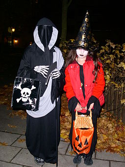 255px-Trick_or_treat_in_sweden