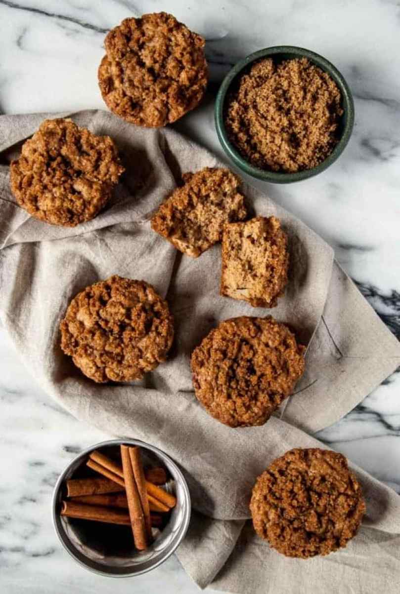 Vegan Apple Cinnamon Muffins -Sweet apples and a crunchy cinnamon topping come together in Vegan Apple Cinnamon Muffins to make a perfect sweet breakfast!