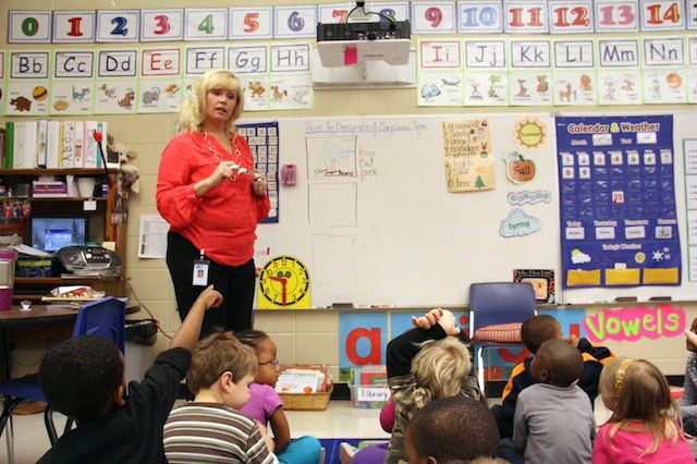 Charlotte McNeese, a kindergarten teacher at Ann Smith Elementary in Ridgeland, teaches her students how to write a sequence of events in a lesson last year. With the new Common Core standards, teachers say students are learning more challenging concepts at an earlier age. (Photo: Jackie Mader)