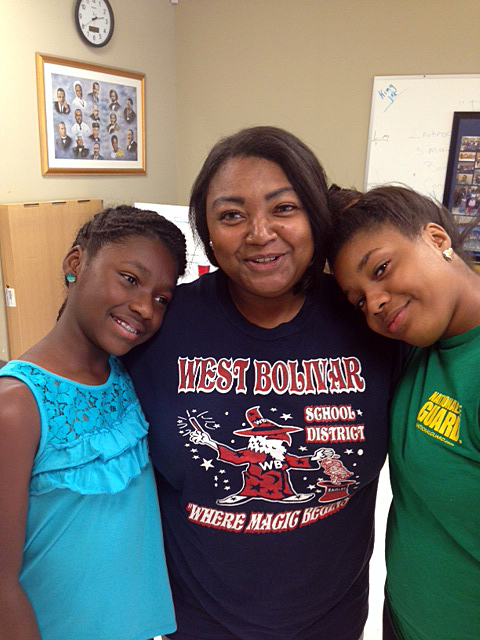 (from left) Kaniya Perkins, mother Katrina Perkins, and Kanita Perkins at the offices of the We2gether Creating Change program in Drew, Miss. (Photo: Nick Chiles)