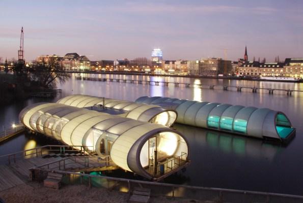 Berlin, Nemčija: Badeschiff