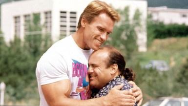 Julius Benedict (Arnold Schwarzeneger) in Vincent Benedict (Danny DeVito) v filmu Twins (Dvojčka, 1988)