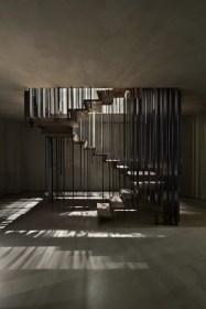 Stopnišče, ki je iz različnih zornih kotov videti drugače.