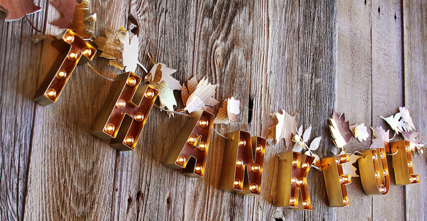 How to make a marquee banner for the holidays by @heidiswapp