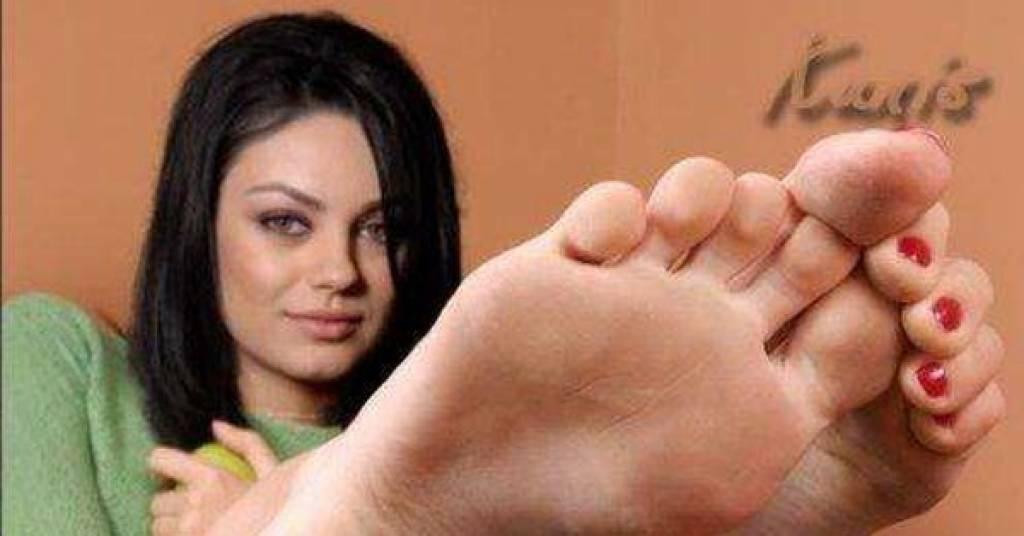 Mila Kunis' height feet