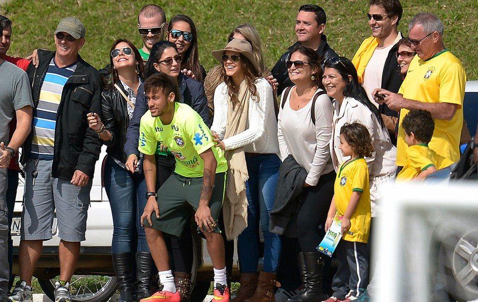Neymar's girlfriend 7
