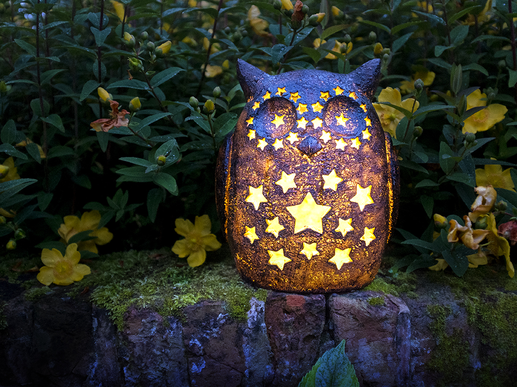 Solar powered owl garden light
