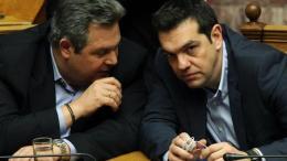 Τσίπρας και Καμμένος τα λένε στη Βουλή. Φωτογραφία αρχείου. ΑΠΕ-ΜΠΕ