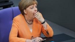ΦΩΤΟΓΡΑΦΙΑ ΑΡΧΕΙΟΥ: Η Ανγκελα Μέρκελ χασμουριέται στη διάρκεια συνεδρίασης της Bundestag, στο Βερολίνο. EPA, WOLFGANG KUMM