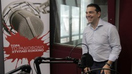 Ο πρωθυπουργός Αλέξης Τσίπρας παραχωρεί συνέντευξη στον ραδιοσταθμό « στο Κόκκινο» και στον διευθυντή του Κώστα Αρβανίτη, Τετάρτη 29 Ιουλίου 2015. ΑΠΕ-ΜΠΕ/ΑΠΕ-ΜΠΕ/ΟΡΕΣΤΗΣ ΠΑΝΑΓΙΩΤΟΥ