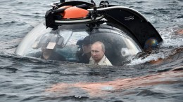Russian President Vladimir Putin (R) looks out from a bathyscaphe while submerging to see an ancient vessel which sank at the a 83-meter depth in the Black sea outside Sevastopol, Crimea, 18 August 2015, during the Russian Geographical Society's expedition to mark the 170th anniversary of the Russian Geographical Society. In the wake of plunging tourist numbers visiting the Black Sea peninsula annexed by Russia from Ukraine in March 2014, Russia is considering to easen visa rules for a selected fellow BRICS countries. EPA/ALEXEY NIKOLSKY / RIA NOVOSTI / KREMLIN POOL MANDATORY CREDIT