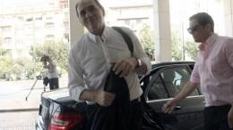 O υπουργός Οικονομίας, Υποδομών, Ναυτιλίας και Τουρισμού Γιώργος Σταθάκης εισέρχεται στο ξενοδοχείο Hilton προκειμένου να συναντηθεί με τους εκπροσώπους των τεσσάρων θεσμών, Τετάρτη 5 Αυγούστου 2015. Σε εξέλιξη είναι η συνάντηση των υπουργών Οικονομικών, Ευκλείδη Τσακαλώτου και Οικονομίας, Γιώργου Σταθάκη, με τους εκπροσώπους των τεσσάρων θεσμών (Ευρω. Επιτροπή, ΕΚΤ, ΕΜΣ κ ΔΝΤ), κατά την οποία αναμένεται να γίνει και μια σύνοψη με αφορμή την ολοκλήρωση του α΄ κύκλου των διαπραγματεύσεων.ΑΠΕ-ΜΠΕ/ΑΠΕ-ΜΠΕ/ΤΑΛΑΕΒΙΤΣ ΙΓΚΟΡ