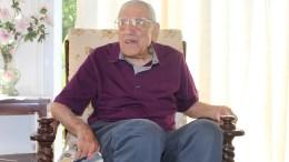Ο Τουρκοκύπριος Ιμπραχίμ Σαλίχ Μπεκίρ, βετεράνος του Β' Παγκοσμίου Πολέμου, διηγείται πώς ο πρώην ΠτΔ Γλαύκος Κληρίδης του έσωσε τη ζωή. Φωτογραφία ΚΥΠΕ