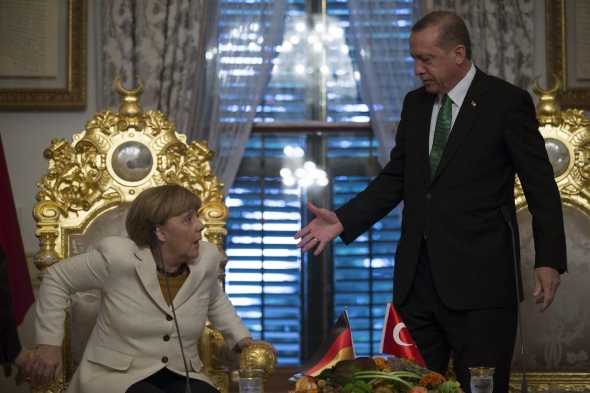 File Photo: Η Καγκελάριος Μέρκελ με τον Τούρκο πρόεδρο Ερντογάν. EPA, TOLGA BOZOGLU