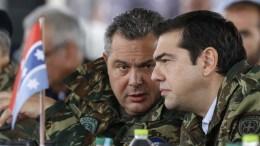 Φωτογραφία Αρχείου: Ο πρωθυπουργός, Αλέξης Τσίπρας (Δ) συνομιλεί με τον υπουργό Άμυνας Πάνο Καμμένο. ΑΠΕ-ΜΠΕ, ΓΡΑΦΕΙΟ ΤΥΠΟΥ ΠΡΩΘΥΠΟΥΡΓΟΥ, Andrea Bonetti