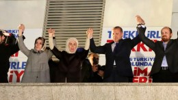 Recep Tayyip Erdogan  with his wife Emine (3rd-L), his daughters Esra Albayrak (2nd-L) and Sumeyye Erdogan (R), his son Bilal Erdogan (2nd-R) and his son-in-law Berat Albayrak (L).  EPA, DEPO PHOTOS