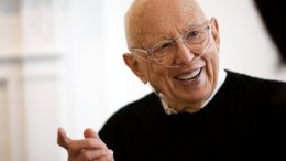 A file picture shows US artist Ellsworth Kelly, who has died at age 92, on 27 December 2015. EPA, PETER FOLEY, Wall Street Journal