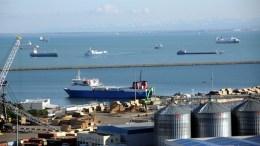 Ρωσικά πλοία εγκλώβισαν  οι τουρκικές αρχές στο λιμάνι της Σαμψούντας, Φωτογραφία Yeni Safak