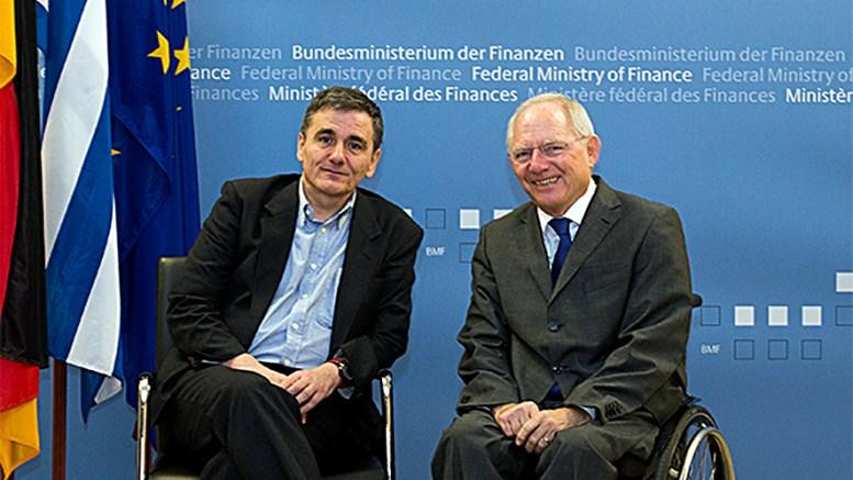 File Photo: Ο υπουργός Οικονομικών Ευκλείδης Τσακαλώτος (Α) με τον Γερμανό ομόλογό του, Βόλφγκανγκ Σόιμπλε (Δ). ΑΠΕ-ΜΠΕ, Υ.Τ.Υ.Ο.Γ., STR