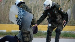 Riot police clash with residents in Pylio outside a military camp, where Greek authorities are preparing to establish a refugee hot spot, in island of Kos. EPA/STR