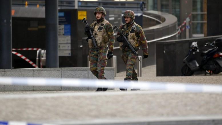 Αντιτρομοκρατική επιχείρηση της αστυνομίας στην περιοχή των Βρυξελλών. EPA/YOAN VALAT