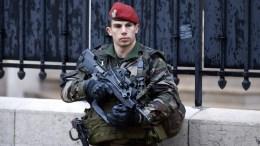Fime PHOTO: Δρακόντεια μέτρα ασφαλείας στις εκκλησίες και τις πόλεις της Γαλλίας ενόψει των Χριστουγέννων. EPA, GUILLAUME HORCAJUELO