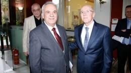 Ο Παναγιώτης Ρουμελιώτης με τον αντιπρόεδρο της κυβέρνησης Γιάννη Δραγασάκη. Φωτογραφία Εκδοτικός Οίκος Λιβάνης