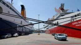 Δεμένα παραμένουν τα πλοια στο λιμάνι του Πειραιά μέχρι το το πρωί της Τρίτης λογω της απεργίας της ΠΝΟ για το ασφαλιστικό και το φορολογικό νομοσχέδιο. Φωτογραφία ΑΠΕ-ΜΠΕ