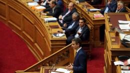 File PHOTO: Ο πρόεδρος της ΝΔ Κυριάκος Μητσοτάκης απευθύνεται στο Κοινοβούλιο και στον πρωθυπουργό Αλέξη Τσίπρα. ΑΠΕ-ΜΠΕ, ΟΡΕΣΤΗΣ ΠΑΝΑΓΙΩΤΟΥ