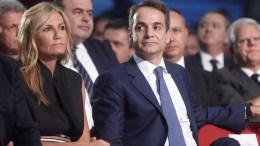 File Photo: Ο πρόεδρος της Νέας Δημοκρατίας Κυριάκος Μητσοτάκης με την σύζυγο του Μαρέβα Γκραμπόφσκι στο Συνεδριακό Κέντρο Ι. Βελλίδης λίγο πριν την ομιλία του, στην 81η ΔΕΘ, Σάββατο 17 Σεπτεμβρίου 2016. ΑΠΕ-ΜΠΕ, ΓΡΑΦΕΙΟ ΤΥΠΟΥ ΝΔ, ΔΗΜΗΤΡΗΣ ΠΑΠΑΜΗΤΣΟΣ