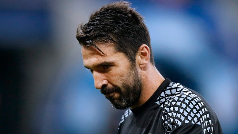 Juventus Turin's goalkeeper Gianluidgi Buffon warms up prior to the UEFA Champions League group H soccer match between Olympique Lyon and Juventus Turin at Parc Olympique Lyonnais in Decines, near Lyon, France, 18 October 2016.  EPA, GUILLAUME HORCAJUELO