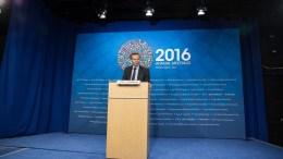 Ο Πολ Τόμσεν απαντά σε ερωτήσεις δημοσιογράφων. Φωτογραφία IMF