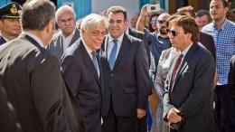 Ο Πρόεδρος της Δημοκρατίας Προκόπης Παυλόπουλος κατά την άφιξή του στο χωριό Μενέτες, στην Κάρπαθο, για να επισκεφθεί τον ιερό ναό Κοιμήσεως της Θεοτόκου, στο πλαίσιο των εκδηλώσεων του εορτασμού για την 72η επέτειο του απελευθερωτικού κινήματος της Καρπάθου, Τετάρτη 5 Οκτωβρίου 2016. ΑΠΕ ΜΠΕ/ΠΑΡΗΣ ΧΡΙΣΤΟΔΟΥΛΟΥ