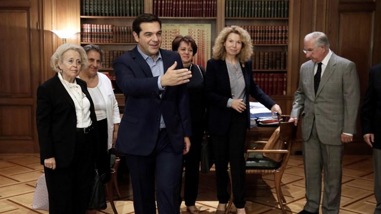 O Αλ. Τσίπρας με τους προέδρους των ανωτάτων δικαστηρίων. ΑΠΕ-ΜΠΕ/SIMELA PANTZARTZI
