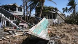 FILE PHOTO. Τέσσερις νεκροί και οκτώ αγνοούμενοι από το πέρασμα τυφώνα στις Φιλιππίνες . EPA/Orlando Barría