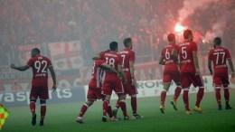 Οι παίκτες του Ολυμπιακού πανηγυρίζουν για το 2-0 κατά τη διάρκεια του αγώνα ΟΣΦΠ-ΠΑΟ για το πρωτάθλημα της Super League στο Γήπεδο Γ.Καραϊσκάκης, την Κυριακή 6 Νοεμβρίου 2016. ΑΠΕ-ΜΠΕ, ΠΑΝΑΓΙΩΤΗΣ ΜΟΣΧΑΝΔΡΕΟΥ