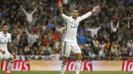 Real Madrid's Portuguese striker Cristiano Ronaldo celebrates his 1-1 goal during the UEFA Champions League group stage match between Real Madrid and Sporting CP at Santiago Bernabeu Stadium in Madrid, Spain, 14 September 2016.  EPA/JuanJo Martin