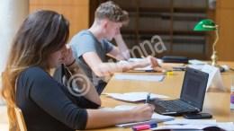 File Photo: Φοιτητές του Αριστοτελείου Πανεπιστημίου Θεσσαλονίκης χρησιμοποιώντας  τον Ηλεκτρονικό Υπολογιστή τους, είτε δανειζόμενοι βιβλία, διαβάζουν στην Κεντρική βιβλιοθήκη του Πανεπιστήμιου, Πέμπτη 12 Μαΐου 2016. ΑΠΕ-ΜΠΕ, ΝΙΚΟΣ ΑΡΒΑΝΙΤΙΔΗΣ