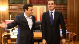 Ο πρωθυπουργός Αλέξης Τσίπρας συναντήθηκε με τον υπουργό Ευρωπαϊκών Υποθέσεων της Τουρκίας Ομάρ Τσελίκ , στο Μέγαρο Μαξίμου , Τετάρτη 2 Νοεμβρίου 2016. ΑΠΕ-ΜΠΕ, Παντελής Σαίτας