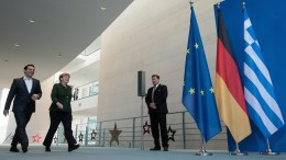 German Chancellor Angela Merkel (C) and the Greek Prime Minister Alexis Tsipras (L) arrive for a press conference at the Federal Chancellery in Berlin, Germany, 16 December 2016. EPA, BERND VON JUTRCZENKA