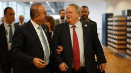 File Photo: Οι υπουργοί Εξωτερικών της Ελλάδας και της Τουρκίας. Φωτογραφία ελληνικό υπουργείο Εξωτερικών